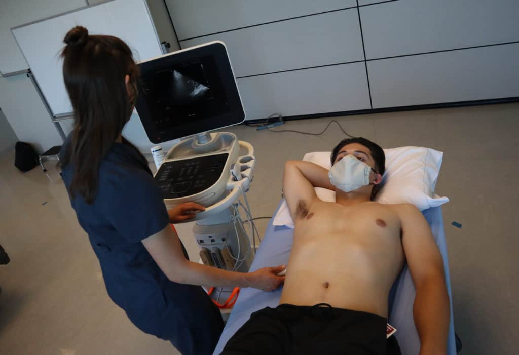 Lung and eFAST ultrasound machine and patient positioning